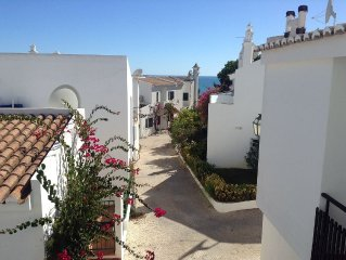 Charming Town House With Sea Views, Superb Location Only Few Mins Walk To Beach