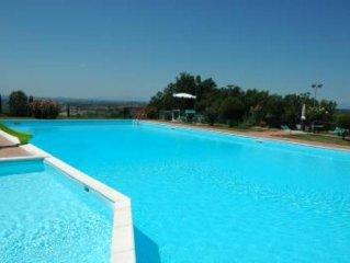 Appartamento con piscina panoramica nel Chianti
