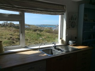 Special, peaceful, very comfortable and cosy cottage overlooking the sea