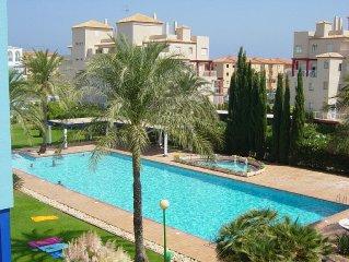 Denia apartment, modern, spacious, fully equipped/Sat TV and quiet. Beach 250 M