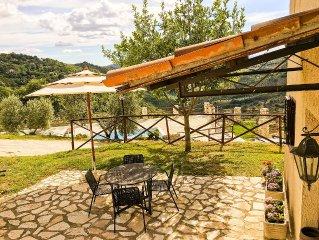Small Villa 'il Casaletto', pool, fantastic valley view on Roman countryside