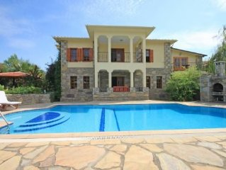 Exclusive, private 4 bedroom villa with rock tomb views close to the town