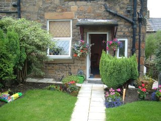 ONE BEDROOM PEAK DISTRICT COTTAGE 2MINS WALK TO PEAK FOREST CANAL