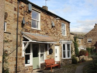 Dinmore, a quirky stone cottage for 2 people near the green in Reeth, Swaledale