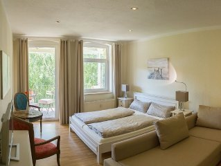 zentral gelegene, ruhige, komfortable Ferienwohnung mit uberdachtem Balkon