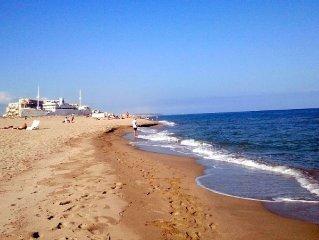 vue sur mer , accès direct à la plage sans rue à franchir, les pieds dans l' eau