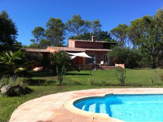Beautiful country house with pool, 1 ha. quiet, 10 people, large terrace and po