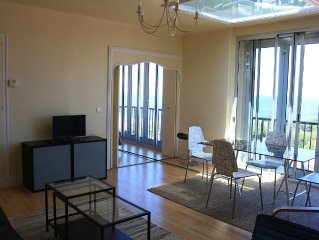 T2, sea view, beach and town center on foot in 2 minutes, parking, wifi