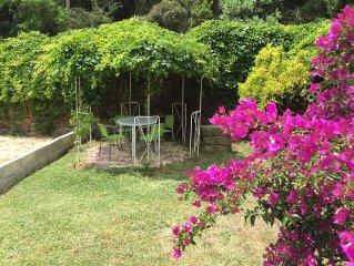 T1 + jardin l'Amandine calme a 5mn des plages , transports a proximite