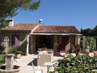 House 2/4 persons with pool, overlooking the Old Oppède in the Luberon