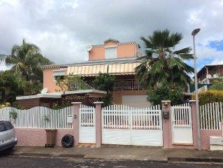 Grand F2 dans un Bas de villa avec une grande terrasse  equipee d'1 barbecue