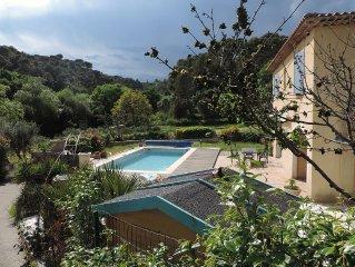 Villa familiale avec piscine au calme du village provençal de Biot