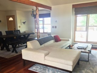 3BR House Close to Town - Modern and clean with Majestic Mountain views