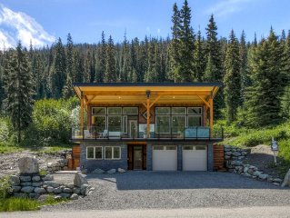 Beautiful Bear Bottom Lodge in Sun Peaks, BC