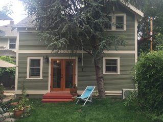 Cottage in Historic Irvington neighborhood near Convention Center and shops!