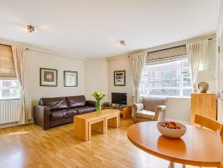 1BR Serviced apartment sleeps 4 in Chelsea zone 1 near museums, shops and tubes