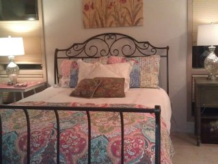 Yellowhawk Pt B&B-/Lola suite at 5* B&B on beautiful riverfront working farm.