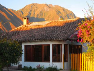 Lovely 3 Bed/2 Bath walking distance to Urubamba town, bus and train stations.