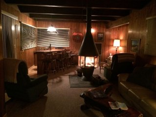 South Lake Tahoe Cabin, close to Heavenly, Casinos and beach. Family-friendly