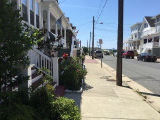 Atlantic City Cheslea Section four doors from beach/Brdwalk. 2-7 night stays.