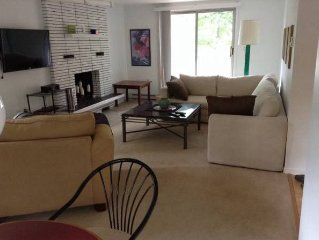 Cheerful 2 Bdrm. 5 minutes to N.B. Beach - Casino