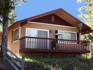 Priest Lake Cozy Cabin With Modern Amenities - Winter or Summer