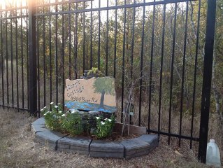 Cozy Country Cottage - Conveniently Located for A & M, Brazos Expo, Bryan Lake
