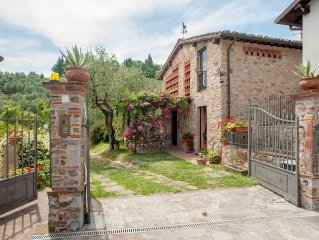ROMANTIC FARMHOUSE VILLA IN LUCCA TO SLEEP 7 GUESTS WITH PRIVATE POOL AND WI-FI