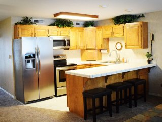 LAS PALMAS| PROFESSIONALY DECORATED| 2BD/2BTH Condo from $110 Per Night