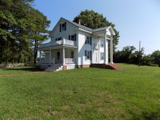 Beautiful Restored Waterfront Colonial!!