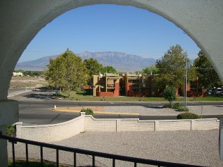 Albuquerque Int'l Balloon Fiesta 2BR/2Bath Condo Sleeps 6. Washer/Dryer. Balcony