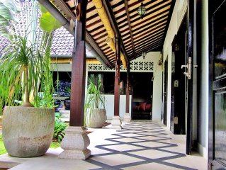 Great Location!   Walk To Everything In Ubud!