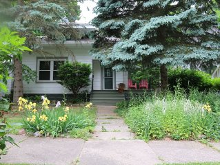 Urban Professional Luxury ~ Spacious Home ~ Near MSU, Downtown Lansing & Capitol