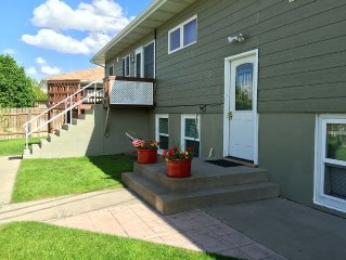 2 bedroom flat with full kitchen ~ Close to the State Capitol complex ~