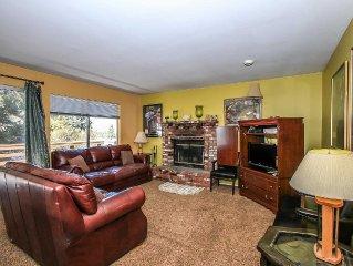Upper Level Ski Chalet/Duplex Unit~Full Kitchen~Fireplace~Laundry~Free WiFi~BBQ~