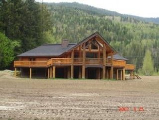 Luxurious Log Cabin with 20 Acres to Play in, on