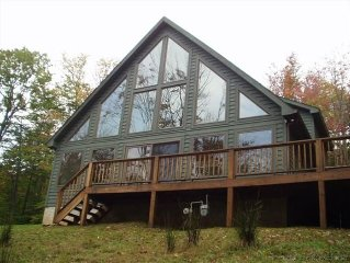 Marvelous pet-friendly mountain home offers completely comfortable privacy!