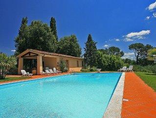 Villa Arconte D e un accogliente appartamento che e parte di una villa circonda