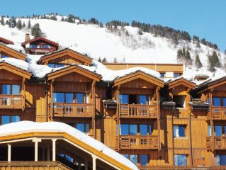 Comfortable apartments in a renovated residence in the heart of Courchevel 1850.