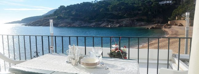 BASSOLS-beachfront apartment-Tamariu-Costa Brava