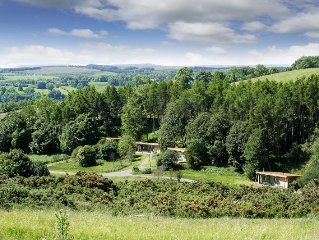 Award-winning pet friendly 2 bed lodges with en-suite and family bathroom. Situ