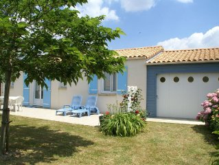 Comfortable holiday home with tennis court and indoor and outdoor pool, in Vend