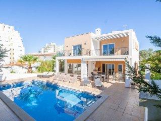 Villa in Alvor with 4 bedrooms sleeps 8