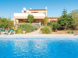 Countryside villa with a pool, barbecue and Wi-Fi, close to beaches and other e