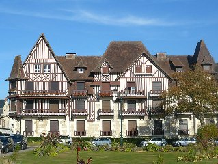 Apartment Le Normandie Home  in Cabourg, Normandy - 6 persons, 2 bedrooms