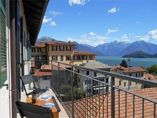 Spacious apartment with a beautiful lake view, only about 100 m away from the l