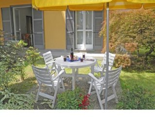 3-room holiday apartment Cedro 103 just a short walk away from the lake, with l