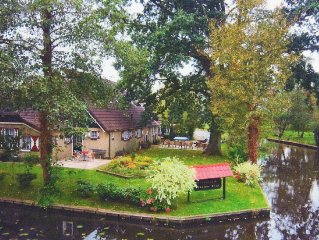 Holiday house located in the typical village Giethoorn