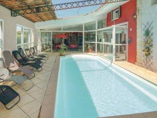 10 bedroom accommodation in Orgon