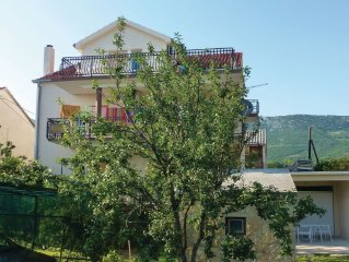 3 bedroom accommodation in Kastel Luksic